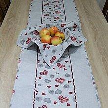 Úžitkový textil - MAŠA-sivé a bordo srdiečka na sivej melange - stredový obrus - 10830657_