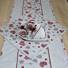 Úžitkový textil - MAŠA-sivé a bordo srdiečka na sivej melange - obrus štvorec 40x40 - 10830660_