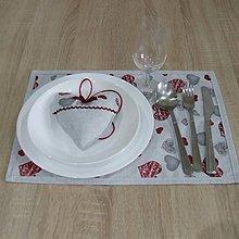 Úžitkový textil - MAŠA-sivé a bordo srdiečka na sivej melange - prestieranie 28x40 - 10832155_