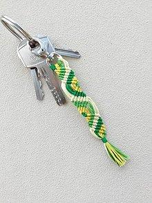 Kľúčenky - Makramé kľúčenka, prívesok - zelená vlnka - 10831966_