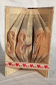 Dekorácie - Iniciálky mien - vyskladané z knihy - 10832171_