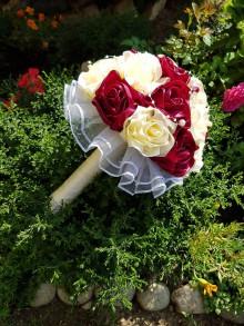 Kytice pre nevestu - Svadobná kytica s ružami (bordovo krémová) - 10835174_