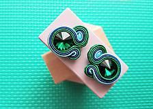 Kolorky - soutache earring - ručne šité šujtášové náušnice (Zelené kolorky - soutache earring - ručne šité šujtášové náušnice)