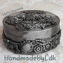 Krabičky - Šperkovnica strieborná s 3D kvietkami - 10838280_