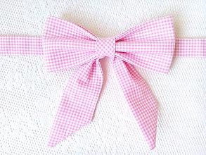 Náhrdelníky - Kockovaný dámsky motýlik (ružovo-biely) - 10839193_