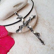 Náhrdelníky - Křížek z říčních perel náhrdelník - 10840182_