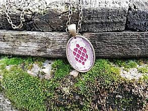 Náhrdelníky - Oválný náhrdelník s čipkou - Nesmrtelná - 10839686_