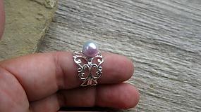 Filigránový prsteň s perlou (farba kovu striebro, dúhová perla, č. 2733)