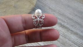 Filigránový prsteň s perlou ((farba kovu striebro, biela perla, č. 2732)