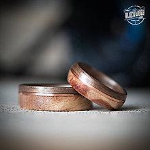 Prstene - drevená svadobná obrúčka - orech/javorový koreň - 10840456_