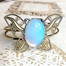 Náramky - Butterfly Bracelet / Náramok v tvare motýľa s minerálom v bronzovom prevedení (Opalit) - 10841530_