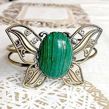 Náramky - Butterfly Bracelet / Náramok v tvare motýľa s minerálom v bronzovom prevedení (Malachit syntetický) - 10841535_