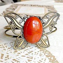 Náramky - Butterfly Bracelet / Náramok v tvare motýľa s minerálom v bronzovom prevedení (Červený jaspis) - 10841542_