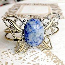 Náramky - Butterfly Bracelet / Náramok v tvare motýľa s minerálom v bronzovom prevedení (Sodalit) - 10841558_