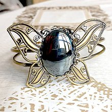 Náramky - Butterfly Bracelet / Náramok v tvare motýľa s minerálom v bronzovom prevedení (Hematit) - 10841561_