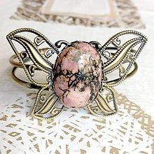 Náramky - Butterfly Bracelet / Náramok v tvare motýľa s minerálom v bronzovom prevedení (Rodonit) - 10841568_