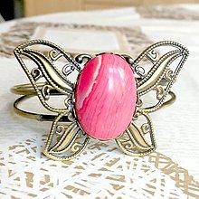 Náramky - Butterfly Bracelet / Náramok v tvare motýľa s minerálom v bronzovom prevedení (Rodochrozit syntetický) - 10841572_