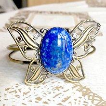 Náramky - Butterfly Bracelet / Náramok v tvare motýľa s minerálom v bronzovom prevedení (Lazurit) - 10841575_