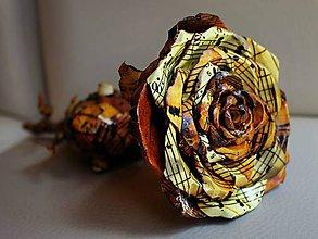 Dekorácie - Ruža z notového papiera - 10841714_