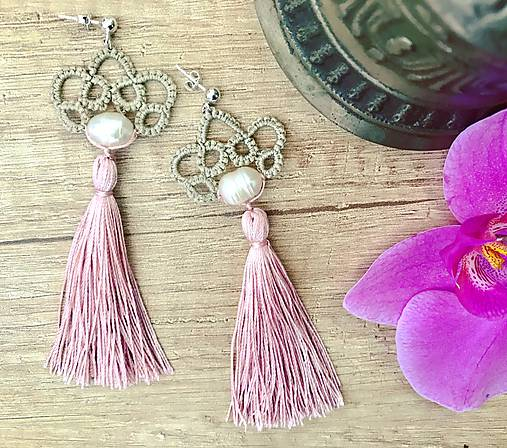 Náušnice s pravou perlou a hodvábnymi strapcami