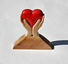Dekorácie - Dekorácia z dreva - Malé srdce v dlaniach - Darček - 10845483_