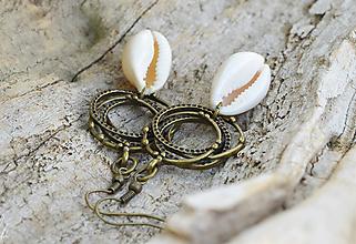 Náušnice - • Cowrie náušnice • v bronzovom prevedení • - 10844159_