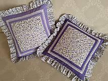 Úžitkový textil - Fialové vankúše s volánmi - 10847458_