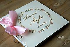 Papiernictvo - Svadobná kniha hostí, drevený fotoalbum -  venček13 - 10847938_