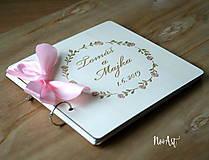 Papiernictvo - Svadobná kniha hostí, drevený fotoalbum -  venček13 - 10847939_