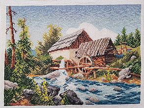 Dekorácie - Vyšívaný obraz :Vodný mlyn - 10847474_