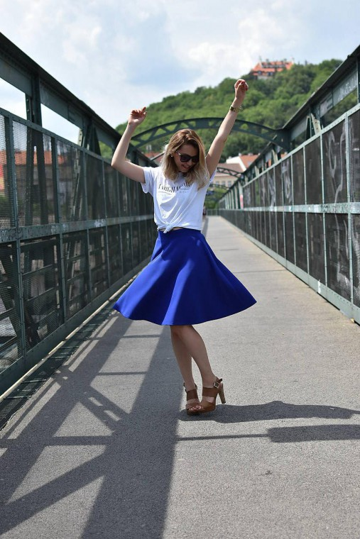 Modrá kruhová sukňa