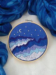 Dekorácie - Hory oceánov (ručne vyšívaný obrázok) - 10850396_