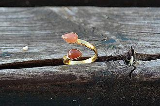 Prstene - Pozlátený strieborný prsteň Slnečný kameň - 10849866_