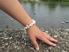 Náramky - Náramok z perleťových zlomkov - 10849764_