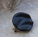 Odznaky/Brošne - brošnička vlnka čierna - 10851828_