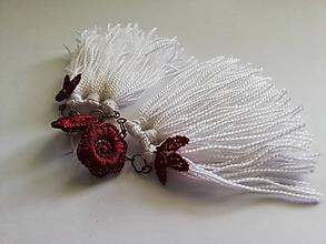 Náušnice - Čipkované náušnice so strapcami - Bordovo-biele - 10854406_