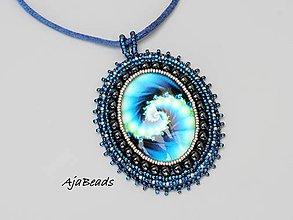 Náhrdelníky - Medailón- vesmírna špirála tmave modrá - 10854569_