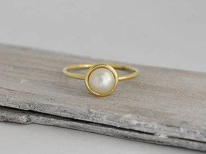 Prstene - 14k zlatý prsteň s prírodnou perlou - 10857330_