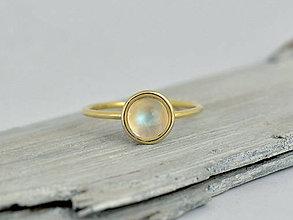 Prstene - 585/1000 zlatý prsteň s prírodným mesačným kameňom - 10857488_