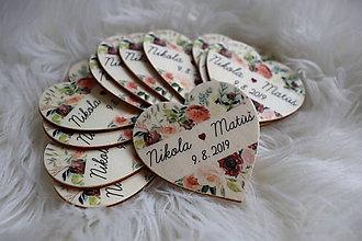 Darčeky pre svadobčanov - Magnetka pre hostí v tvare srdiečka - 10857574_