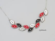 Náhrdelníky - Jemný náhrdelník z vavrínových lístkov - čierna-červená - 10857467_