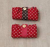 Nákupné tašky - Eko nakupovačka FILKI skladacia (červená s bielymi bodkami a zeleným uchom) - 10855221_