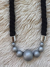 Náhrdelníky - Stříbrné korále na černém laně - 10858223_