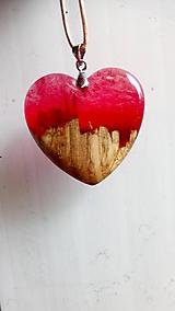 Náhrdelníky - Prívesok srdiečko red&wood II - 10860145_