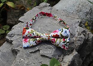 Doplnky - Pánsky kvetovaný motýlik  (Biela, kvety) - 10862499_