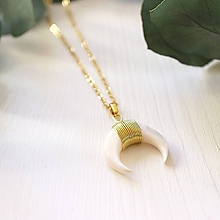 Náhrdelníky - Náhrdelník s perleťovým polmesiacom - 10862678_