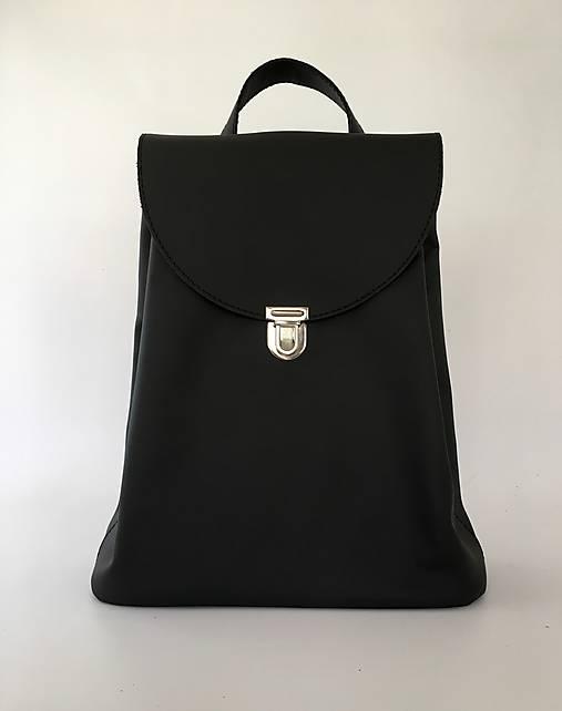 Čierny kožený batoh