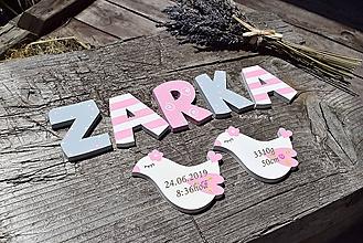 Detské doplnky - drevené písmenká a gravírované vtáčatká - 10865942_