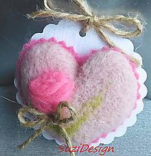 Dekorácie - romantic plstené srdce s ružičkou /25 variantov - 10865905_
