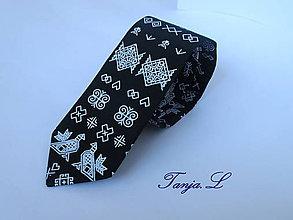 Doplnky - čierna kravata viazanka čičmany - 10869409_